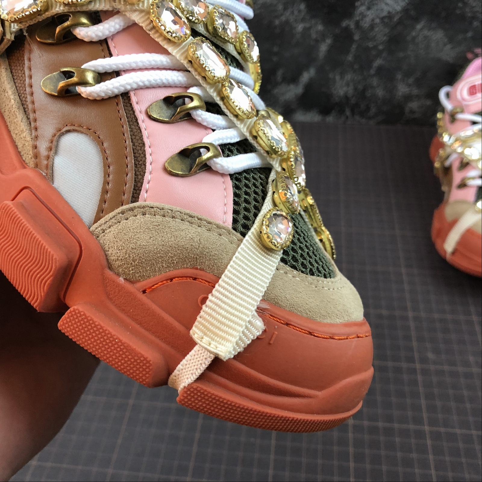 Женские кроссовки Gucci Flashtrek sneakers with removable crystals Orange - фото №10