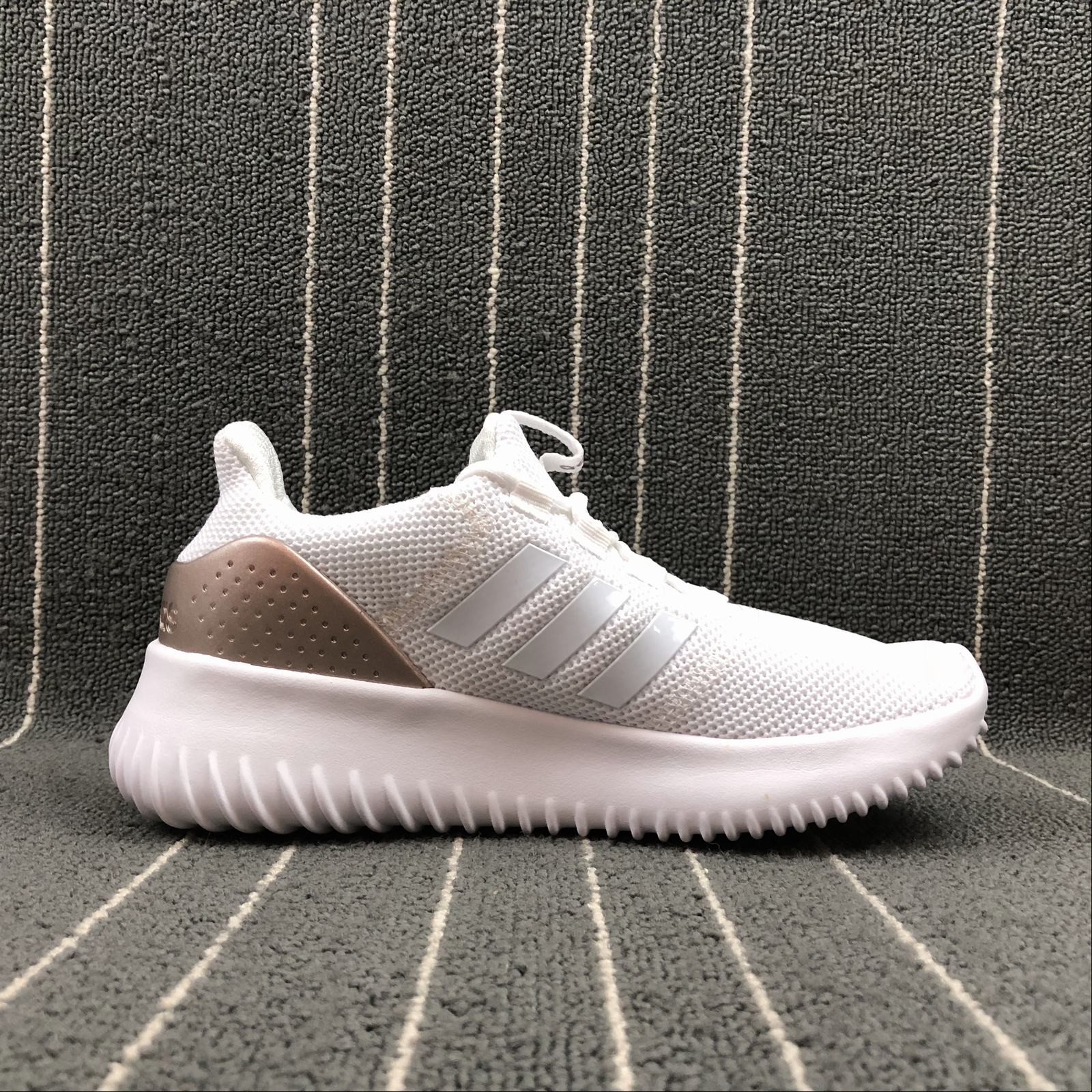 Женские кроссовки Adidas NEO Cloudfoam Ultimate Women White,Gold,White - фото №2