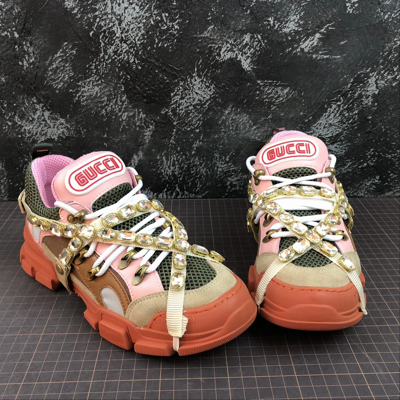 Женские кроссовки Gucci Flashtrek sneakers with removable crystals Orange - фото №3