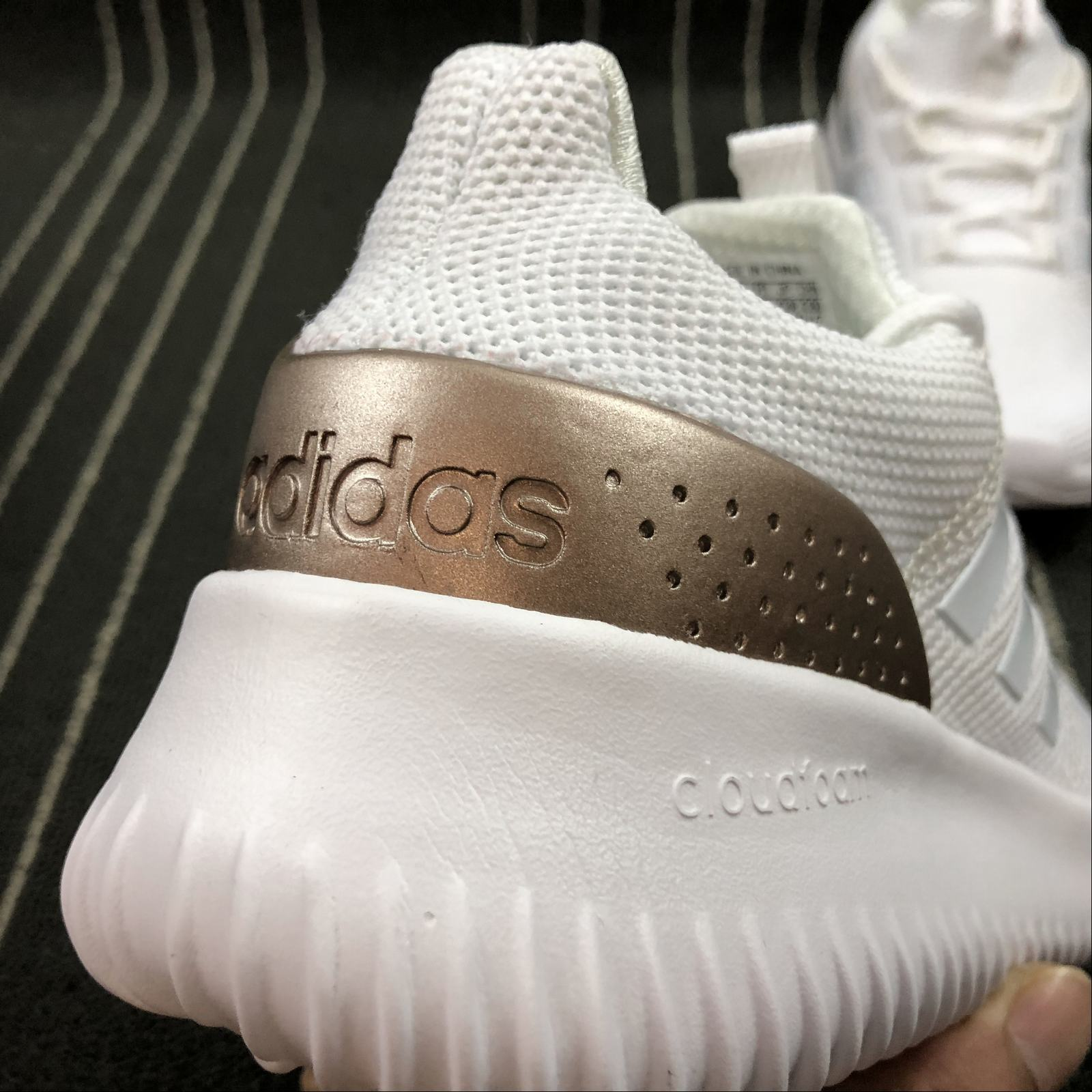 Женские кроссовки Adidas NEO Cloudfoam Ultimate Women White,Gold,White - фото №8