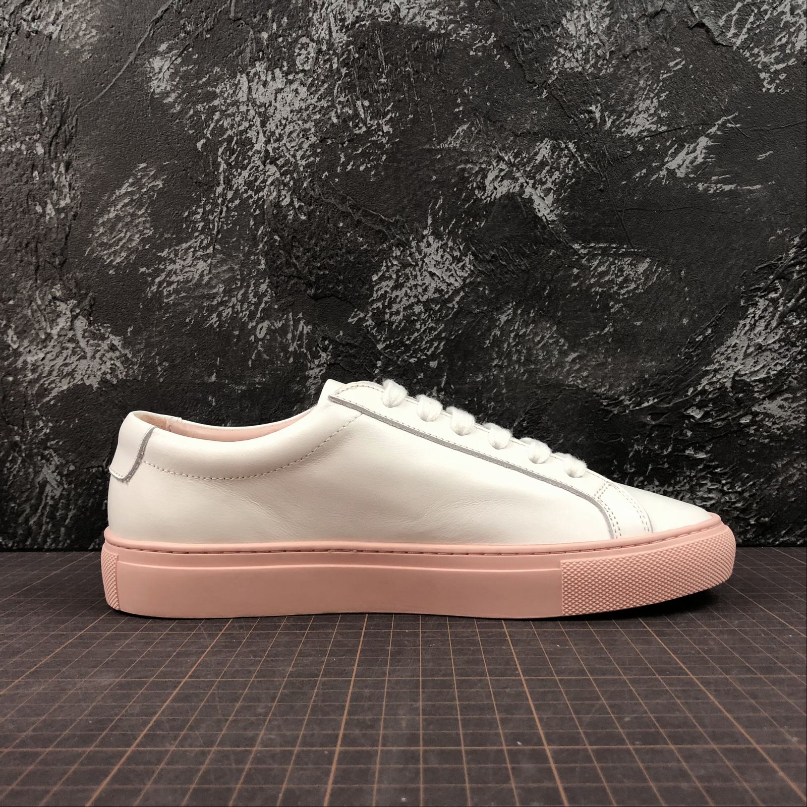 Женские кеды  Common Projects Achilles Low-Top Women White,Pink - фото №2